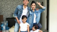<p>Kompakan bareng keluarga pakai jeans? Kayaknya keren juga ya, Bun. (Foto:Instagram/kenangmirdad)</p>