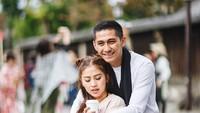 <p>Menikah sejak Agustus 2009 dan sudah dikarunia dua anak, Kenang dan Tyna Kanna Mirdad tetap mesra ya. (Foto:Instagram/kenangmirdad)</p>