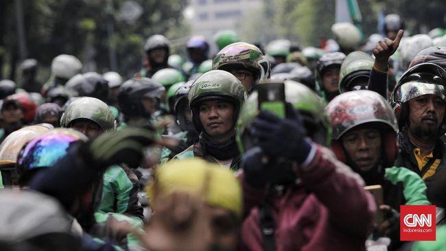 Para ojol mengalami masa sulit di tengah penerapan status PSBB di Jakarta mulai 10 April.