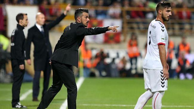 Pelatih Spanyol Rebut Bola dari Kaki Lawan, Disanksi 4 Laga