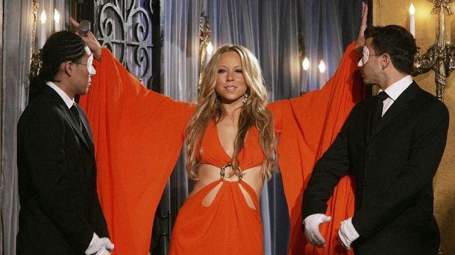 Album 'Glitter' (2001) karya Mariah Carey yang dikenal flop secara mengejutkan masuk tangga lagu dan menjadi jawara berkat #JusticeForGlitter dari fan.