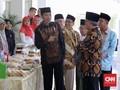 Jokowi Borong Dagangan Nasabah Bank Wakaf di Istana Negara