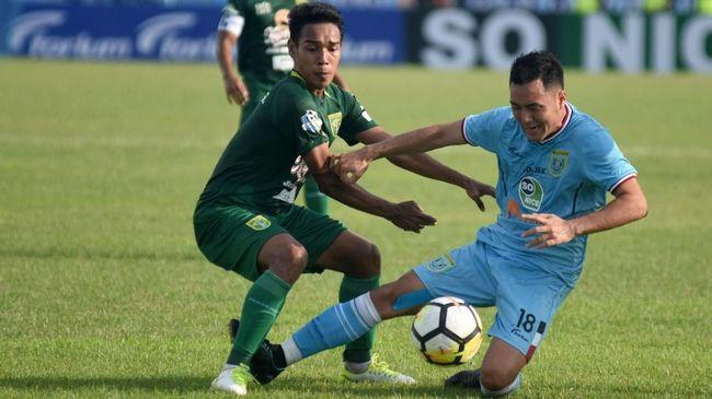 Sebanyak tujuh pemain asing masih menanti proses naturalisasi menjadi Warga Negara Indonesia, salah satunya Fabiano Beltrame yang memperkuat Persib.