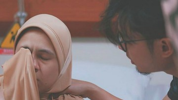 Momen Penuh Perjuangan Nycta Gina Saat Melahirkan Putrinya