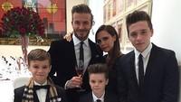 Squad lengkap keluarga David Beckham dan Victoria. Harmonis! (Foto: Instagram/ @victoriabeckham)