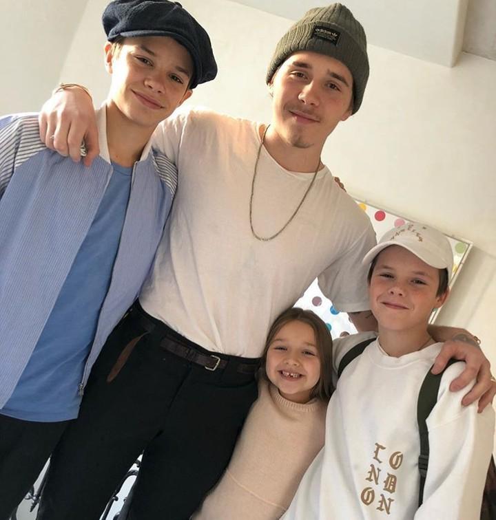 Empat kakak beradik buah hati David Beckham dan Victoria ini rukun dan kompak banget, Bun.