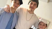 Ini dia empat buah hati David Beckham dan Victoria yakni Brooklyn, Romeo, Cruz, dan Harper. (Foto: Instagram/ @victoriabeckham)