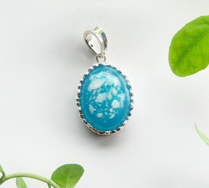 Cantik banget ya perhiasan ini. Nggak sekadar cantik, ada kenangan memberi air susu ibu (ASI) yang tersimpan dengan baik di sana.