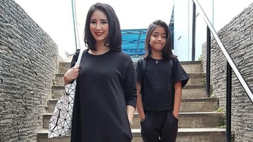Cara Novita Angie Mengontrol Penggunaan Medsos Putrinya