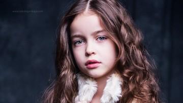 Alisa, si Gadis Kecil yang Pintar Bergaya