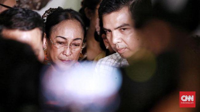Sukmawati Soekarnoputri meminta maaf, khususnya kepada umat muslim Indonesia, atas puisi kontrovetsial Ibu Indonesia yang sempat dia bacakan.