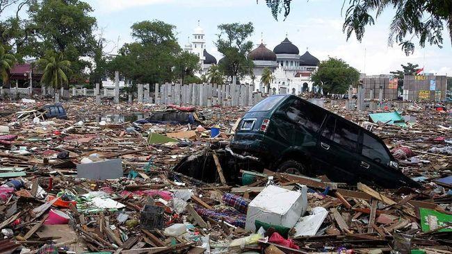 Sejumlah warga menggelar doa bersama dan bermalam di tenda yang dibangun di wilayah bekas terjadinya bencana tsunami Aceh 14 tahun lalu.