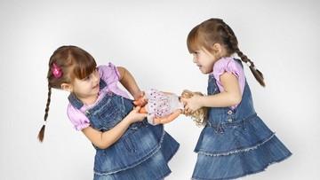 3 Sikap Orang Tua Ini Bisa Memunculkan Sibling Rivalry