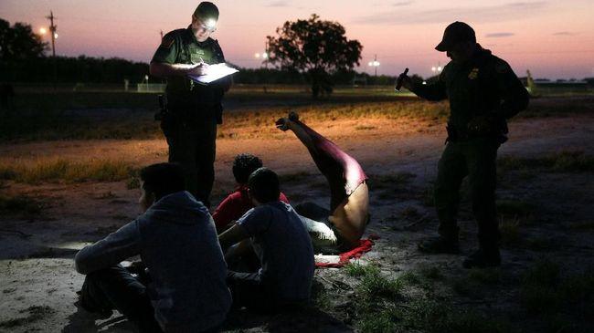 Angka imigran gelap Meksiko yang menerobos perbatasan AS meningkat tiap tahunnya, ini dianggap sebagai kegagalan kebijakan Trump.