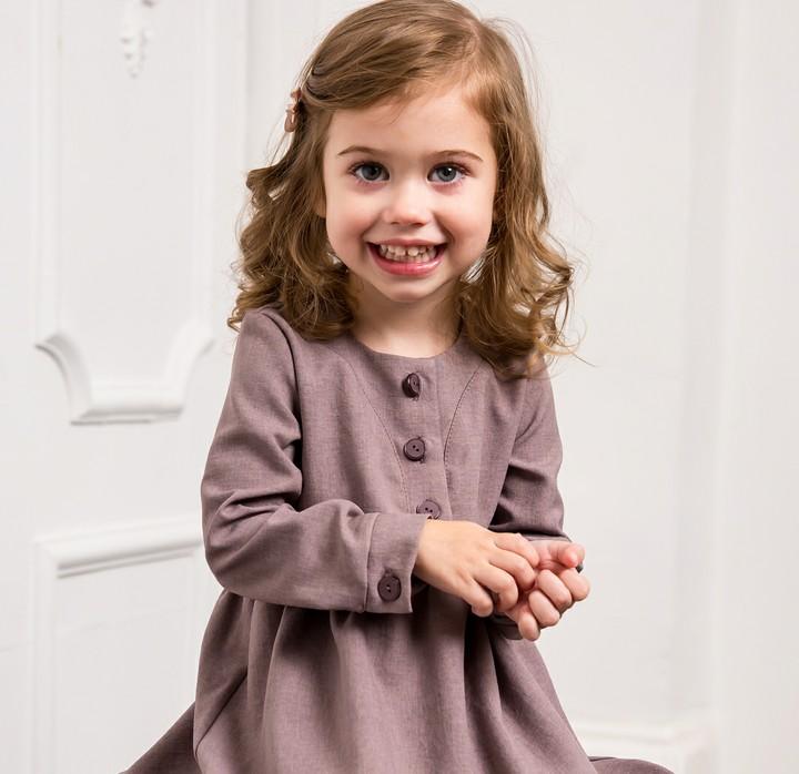 Ada berbagai hal yang bikin gemas saat melihat si kecil. Gayanya yang lucu, senyumnya yang manis, atau tingkahnya yang memang menggemaskan.