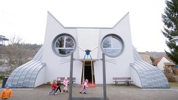 Menggemaskan! Bangunan TK Ini Berbentuk Kucing Raksasa