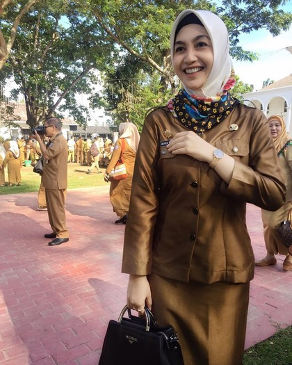 Potret PNS Berhijab Cantik yang Disebut Netizen Mirip Ariel Tatum