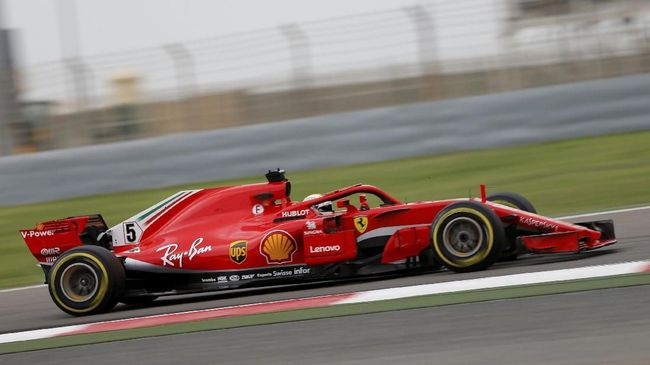Pebalap Ferrari Sebastian Vettel sukses meraih pole position GP Jerman 2018 sementara juara bertahan Lewis Hamilton mogok di babak pertama sesi kualifikasi.