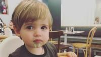 <p>Hi-hi-hi, sampai cemong gitu, Nak, makan es krimnya. (Foto: Instagram/@mtmartini)</p>