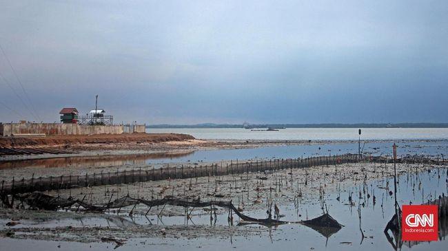 Pertamina memperkirakan volume tumpahan minyak di Balikpapan mencapai 40 ribu barel, setara dengan lima persen target produksi minyak RI dalam satu hari.