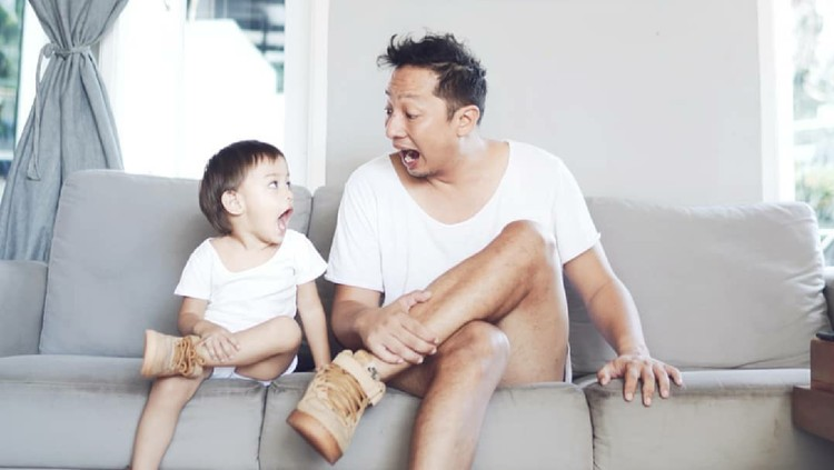 Aktor sekaligus presenter, Ringgo Agus Rahman mengaku selalu gagal ajak anaknya potong. Memang sesulit apa sih?