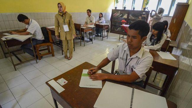 Kepala Balitbang Kemendikbud Totok Suprayitno mengklaim telah mengevaluasi ujian nasional secara komprehensif sebelum dikritik Komisi X DPR.