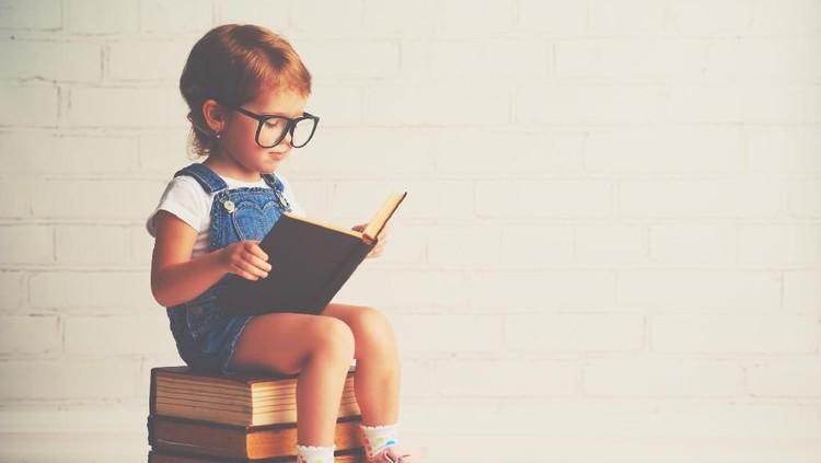 Anak-anak zaman now akrab banget dengan gadget dan melupakan buku. Pameran buku bisa jadi sarana untuk meningkatkan minat baca anak, lho.