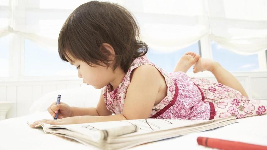 Tak Disangka, Respons Ini Bikin Anakku Kerjakan PR-nya Sendiri
