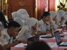 KPAI: Siswi Dipaksa Berjilbab di Padang Pelanggaran HAM