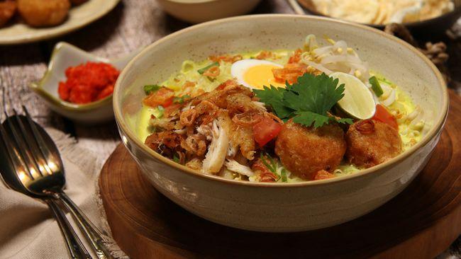 Saling-silang pengaruh budaya kuliner dalam semangkuk soto menyiratkan kesejalanan dengan latar belakang historis Indonesia sebagai melting pot kebudayaan.