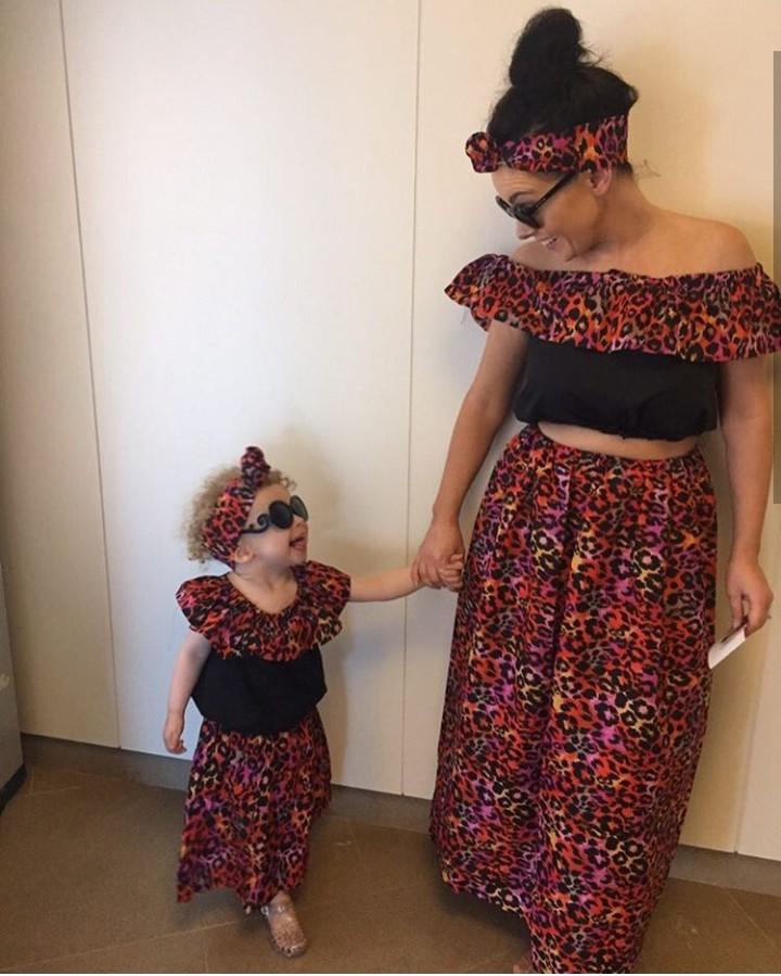 Bunda sering nggak pakai baju kembar sama si kecil? Ini bisa jadi cara seru untuk main sama si kecil ya.