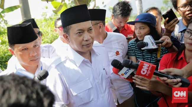 Juru bicara Koalisi Indonesia Kerja, Dedek Prayudi merespons kritik Gerindra soal kemiskinan era Jokowi dengan menyebut partai itu terbiasa mengumbar kesesatan.