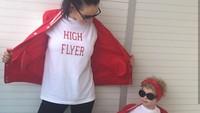 <p>Kata Pamela, putrinya yang berusia 3 tahun ini sepertinya punya kegemaran yang sama dengannya. Sering kali Hollie mengambil sendiri baju lengkap dengan pernak-perniknya dan meminta untuk melakukan sesi foto. (Foto: Instagram @along_came_hollie)</p>