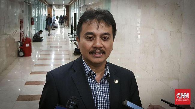 Kisruh aset negara yang dituduhkan Kemenpora masih dikuasai Roy Suryo membuat Waketum Demokrat itu mengajukan penonaktifan diri dari partai.