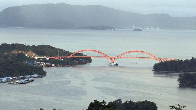 Wakil Menteri PUPR John Wempi Wetimpo meminta semua pihak menjaga Jembatan Holtekamp yang menghabiskan dana Rp1,8 triliun itu di Jayapura, Papua.