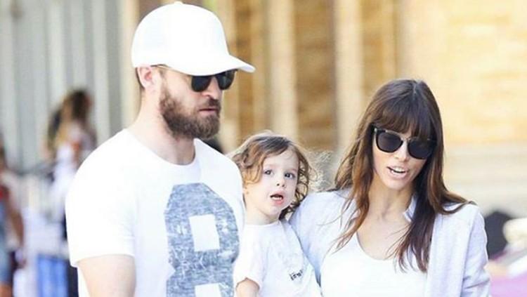 Justin Timberlake mengajak istrinya, Jessica Biel dan si kecil Silas mengikuti rangkaian tur musiknya di berbagai negara. Yuk intip keseruannya?