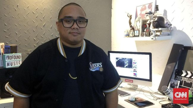 Perseteruan yang sedang hangat diperbincangkan di skena hip-hop Indonesia mengundang reaksi dari rapper Saykoji.