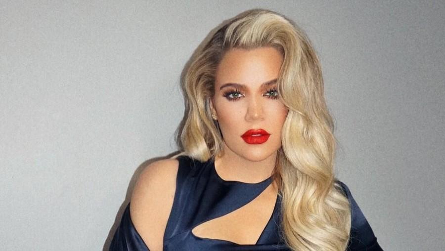 Asyiknya Anak Khloe Kardashian Belajar Berenang Pertama Kali