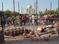 Diterjang Badai, Dua Pilar Menara Taj Mahal Rusak