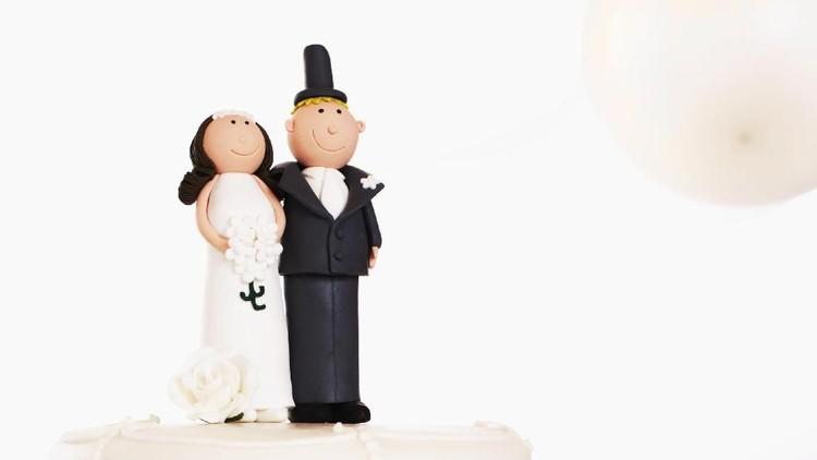 Pernikahan usia dini masih terjadi di banyak negara termasuk Indonesia. Nggak main-main, berikut dampak fisik dan psikologisnya pada ibu dan anak kelak.
