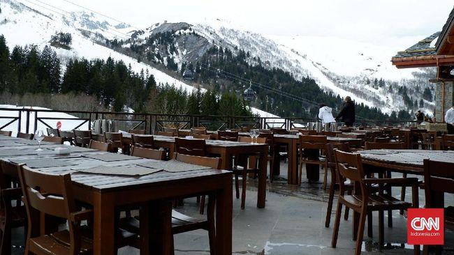Tak heran jika resor ski berpredikat bintang lima ini sering dikunjungi oleh pesohor internasional.