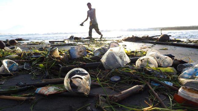 Peringatan 'World Environment Day' atau Hari Lingkungan Hidup Sedunia yang jatuh pada hari ini, Selasa (5/6), mengusung aksi utama melawan sampah plastik.