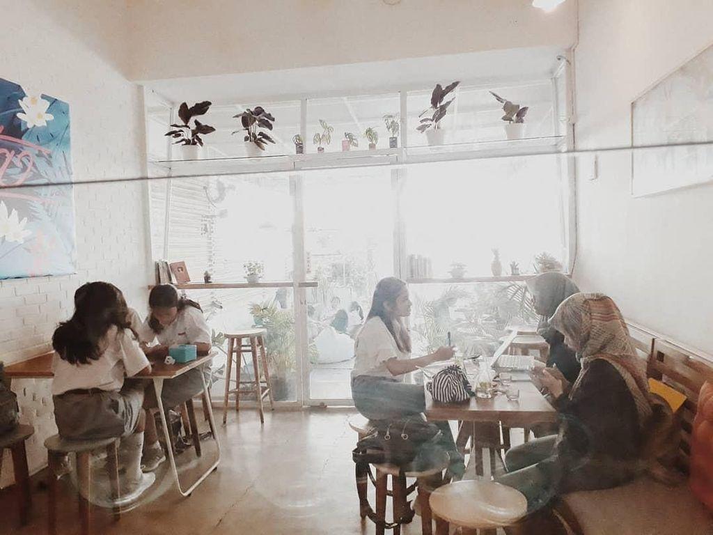Suasana sorenya memang enak untuk tempat bersantai ya. Foto: Instagram @yata.indonesia