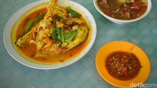 Yang Sedap, Sop Iga dan Kepala Ikan Kakap di Rumah Makan Betawi Paku Jaya