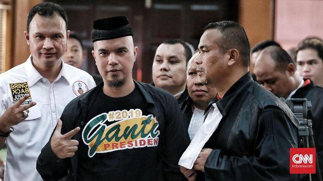 Musisi Ahmad Dhani menilai pencegahan ke luar negeri semakin memperlihatkan polisi bernafsu terhadap kelompok yang anti terhadap Presiden Joko Widodo.