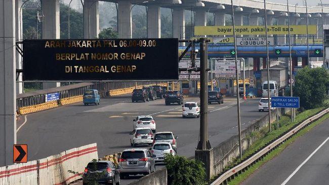 Kendaraan golongan I dan II yang melintasi jalan tol Jagorawi akan membayar lebih mahal Rp500 hingga Rp1.500.