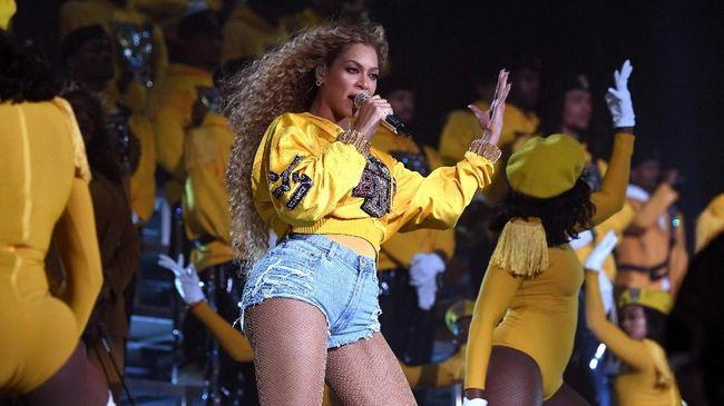 Koreografer Beyonce 'pasang badan' ketika sang diva dituduh mematok upah yang rendah bagi penari, separuh di bawah standar minimum.