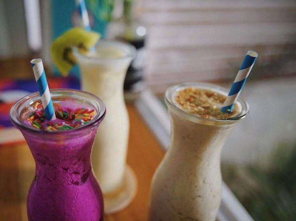 Kalau ini smoothies yang bisa Anda coba kalau mampir ke kafe ini! Foto: Instagram @yata.indonesia