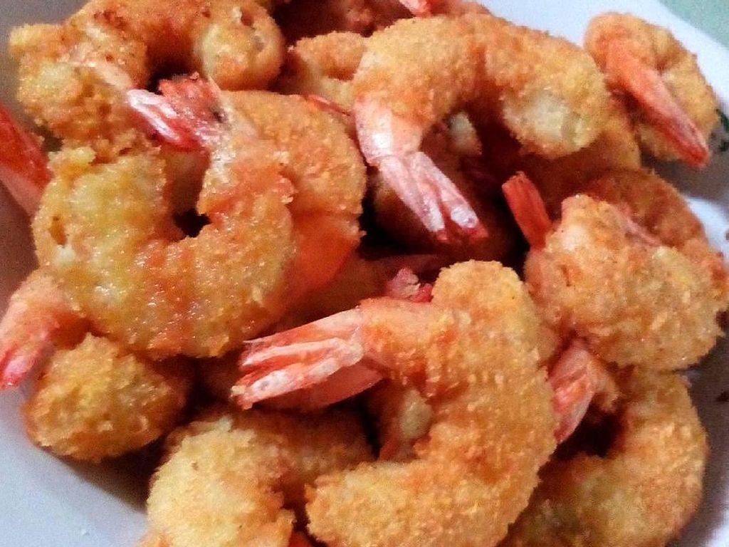 Netizen @tyas_saputri bikin udang tempura a la rumahan. Supaya rasanya makin mantap, ia menambahkan bumnbu bubuk lagi. Foto: Instagram