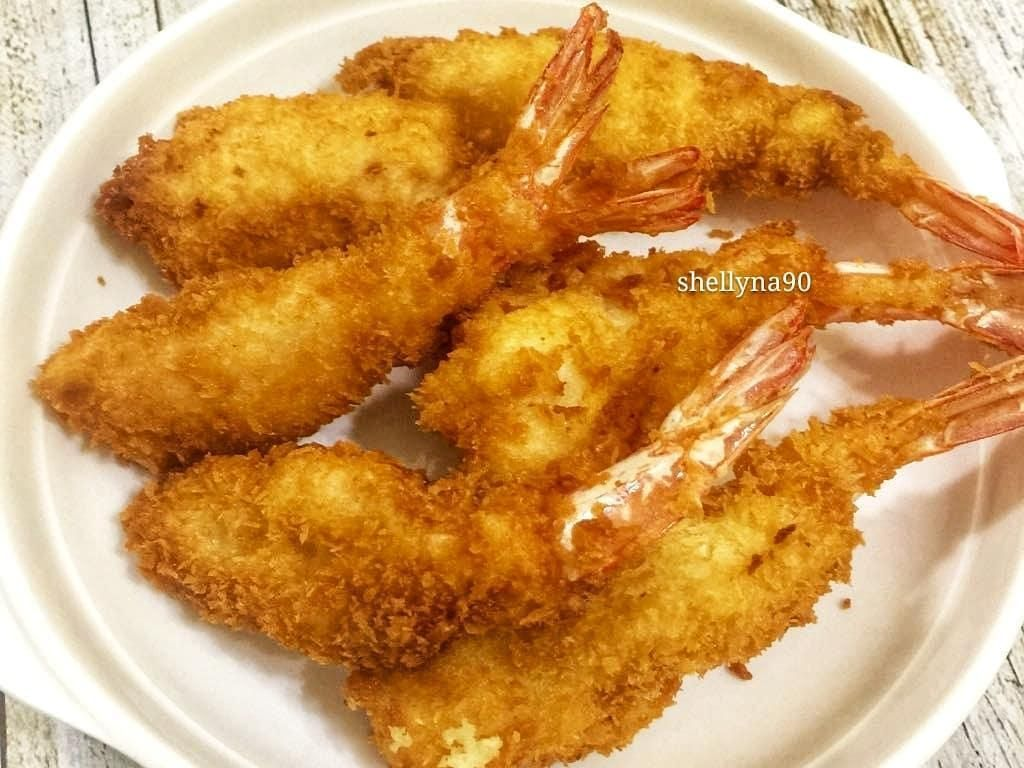 Udang tempuran buatan rumah memang paling menggoda. Misalnya @shellyna90 yang sengaja bikin udang tempura buat menu makan siangnya. Foto: Instagram